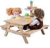 Houten picknickbankje voor de pop